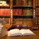 Librairie catholique avec de vieux livres